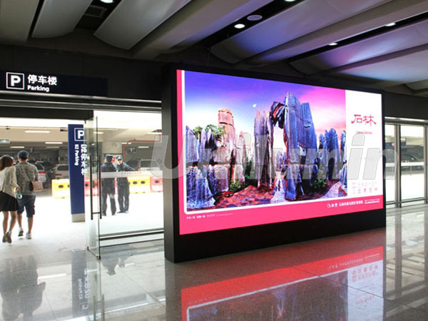 Airport commercial display case